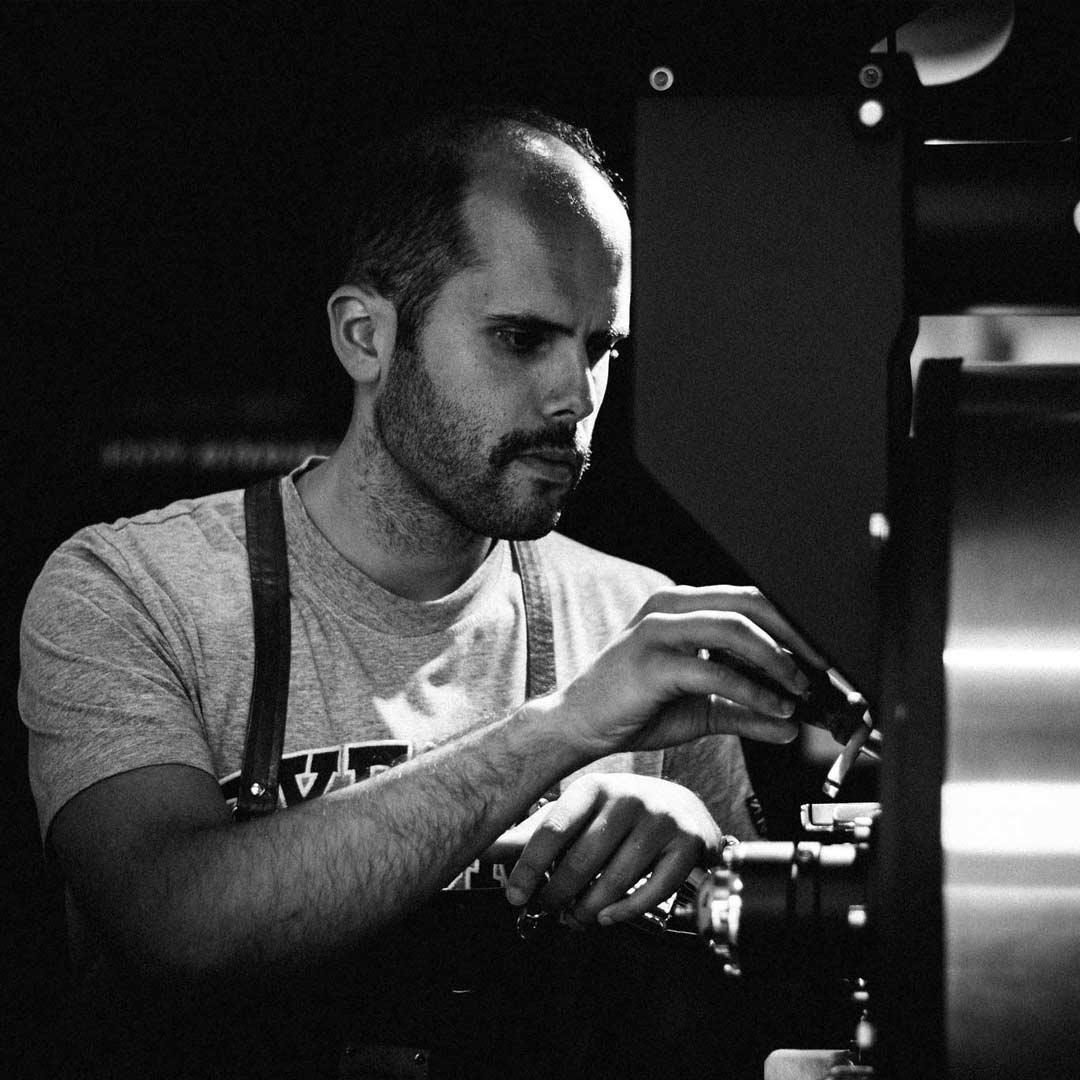 Diogo Amorim a Torrar Grãos de Café